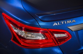 2016 Nissan Altima Pictures