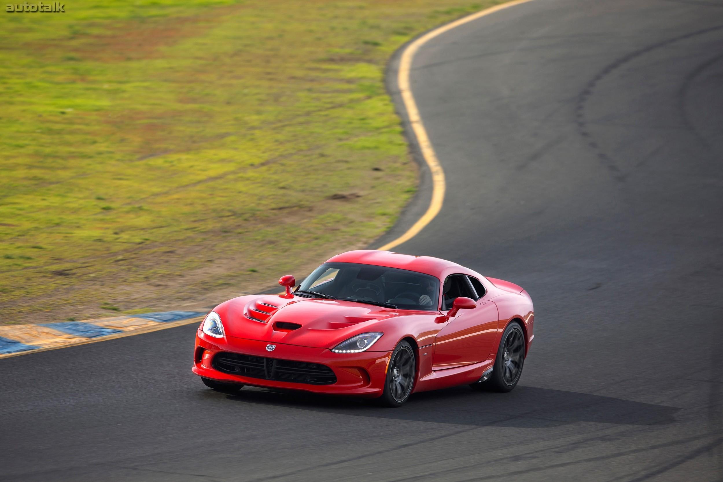 красный спортивный автомобиль Dodge Viper SRT  № 1128522  скачать