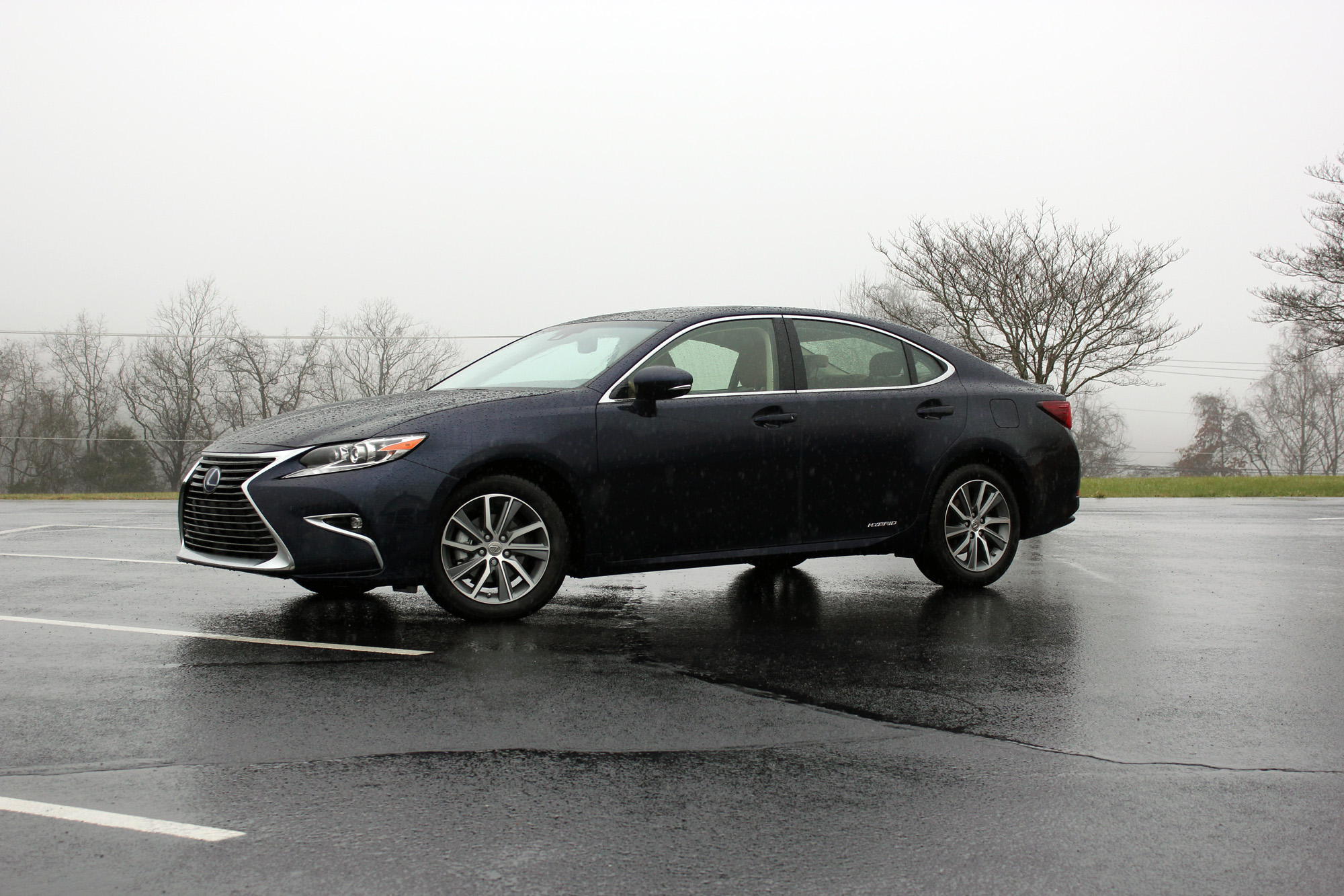 2016 Lexus ES 300h Review