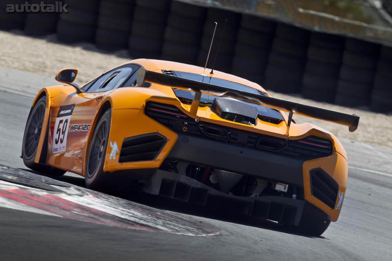 желтый спортивный автомобиль McLaren MP4 12C GT3  № 667673 загрузить