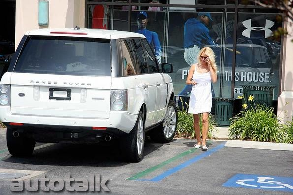 Pamela Anderson In Range Rover AutoTalk Forum - Range rover forum