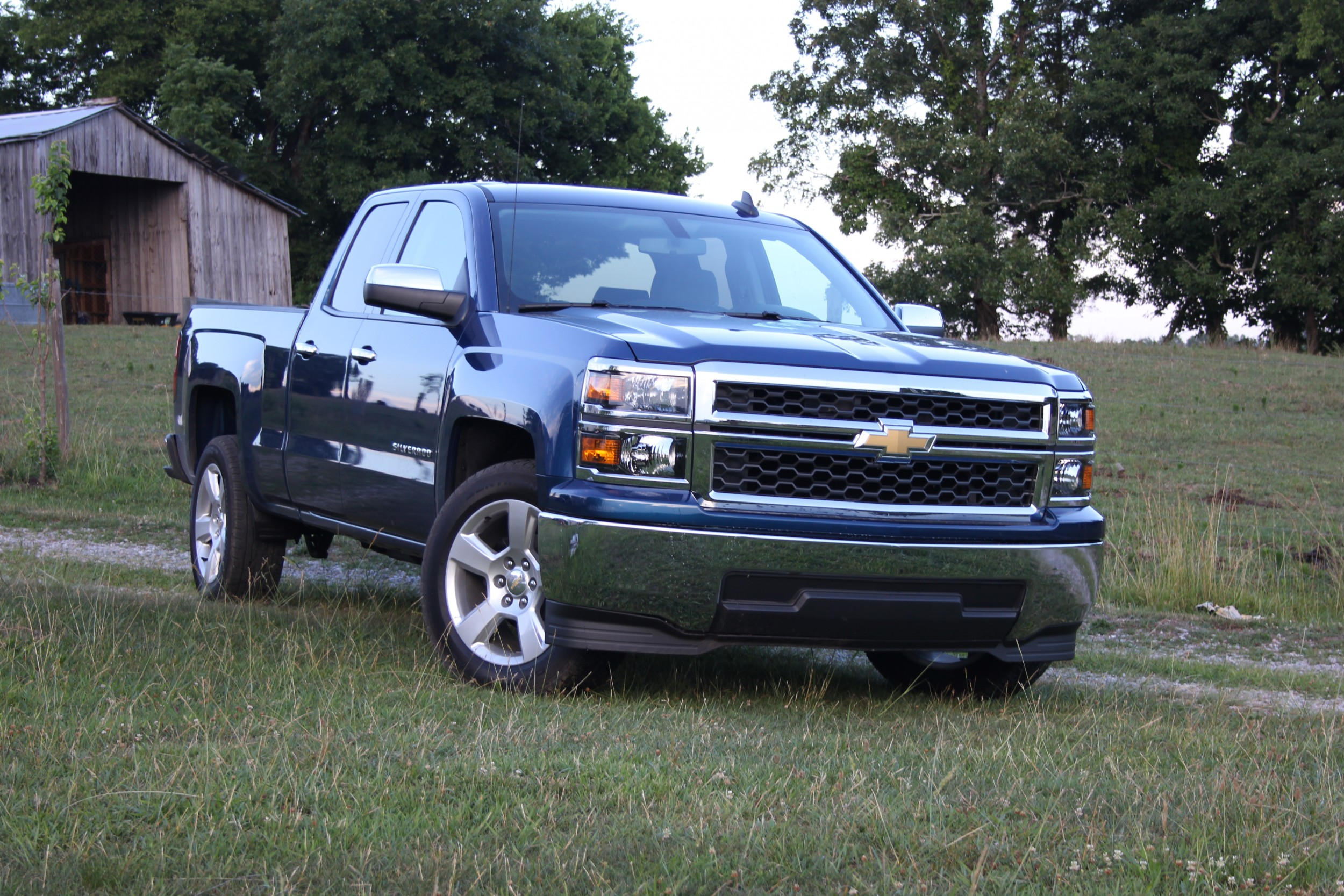 video review 2015 chevrolet silverado 1500 autotalk. Black Bedroom Furniture Sets. Home Design Ideas