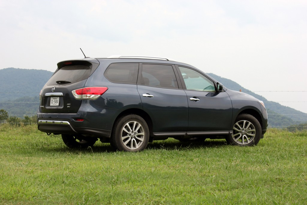 2015 nissan pathfinder sv 4x4 review autotalk. Black Bedroom Furniture Sets. Home Design Ideas