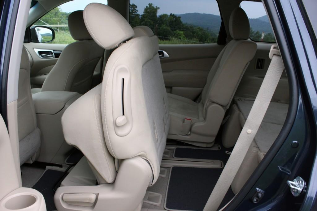 2015 Nissan Pathfinder (42)