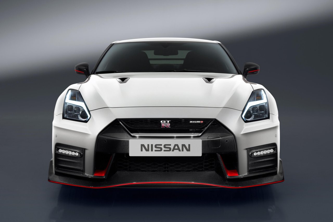 2017 Nissan GT-R Nismo (11)